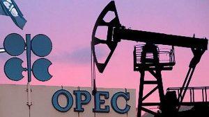 Решение о продлении соглашения по сокращению нефтедобычи примут в мае