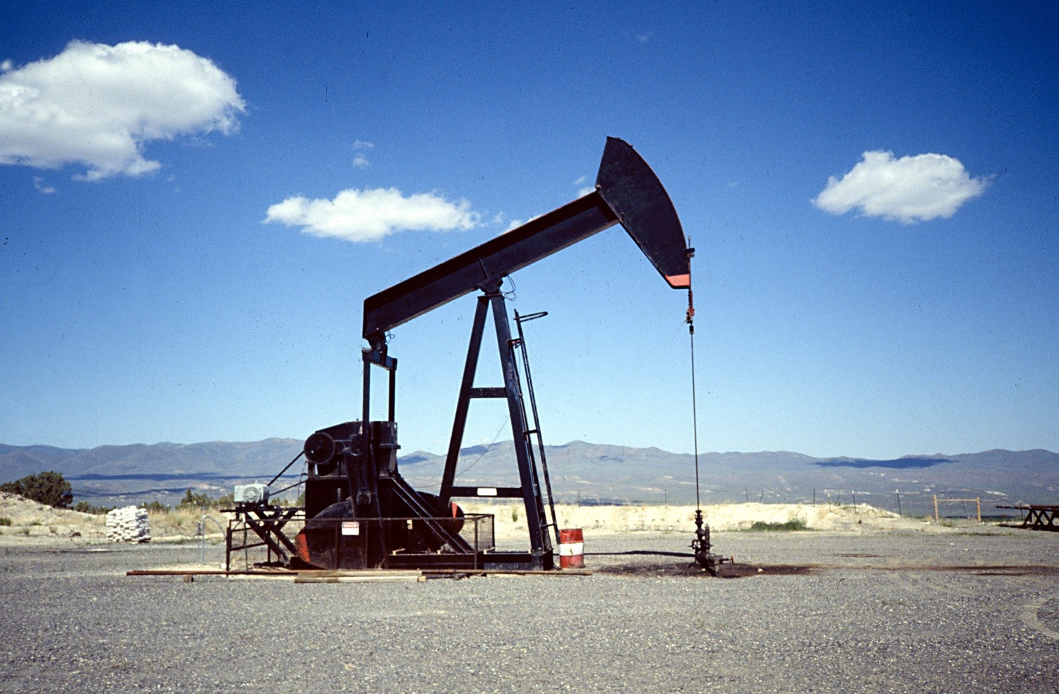 Free oil well pictures Oil Well Images, Stock Photos Vectors Shutterstock