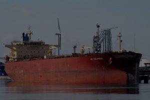 Судом поручено PDVSA сотрудничать в продаже нефти с арестованного танкера