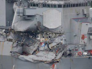 Столкновение эсминца США с нефтеналивным танкером – 10 моряков пропали, 5 ранены