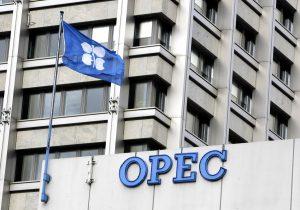 OPEC в ноябре выполнила сделку по сокращению добычи нефти на 121%