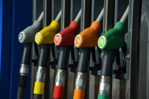 Средняя цена бензина в России перескочила отметку в 40 рублей за литр