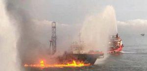 В Южно-Китайском море горело судно морского бурения «Geos», проводившее геотехнические работы для «Petronas»