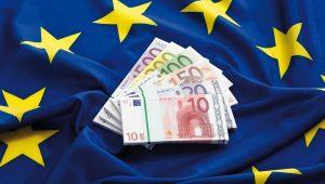 ЕС собирается перейти с доллара на евро при оплате поставок иранской нефти