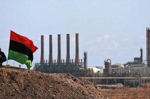 Атаки повстанцев на ливийские порты привели к снижению добычи нефти почти на четверть