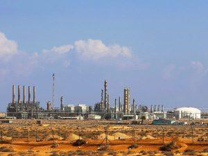 Блокада портов ведет к дальнейшему снижению добычи нефти в Ливии на 850 тыс баррелей в день