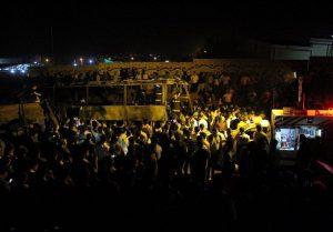 В Иране бензовоз на полном ходу врезался в пассажирский автобус