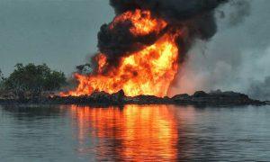 Число погибших из-за взрыва и пожара на нефтепроводе в Нигерии выросло до 60 человек