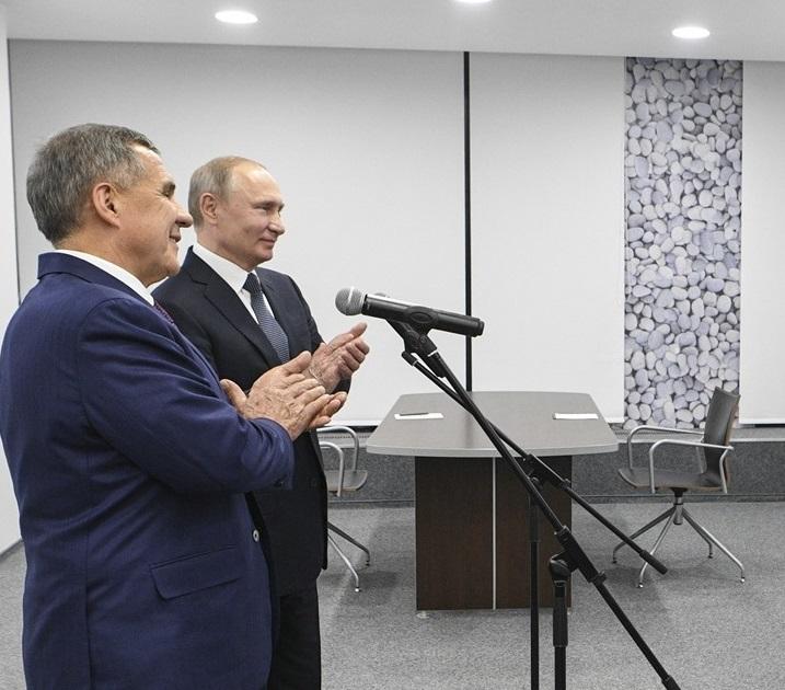 Путин и Минниханов дали старт отгрузке бензинов с НПЗ «Татнефти» в Нижнекамске
