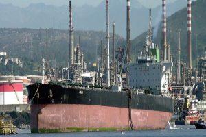 Китай покупает иранскую нефть вопреки американским санкциям