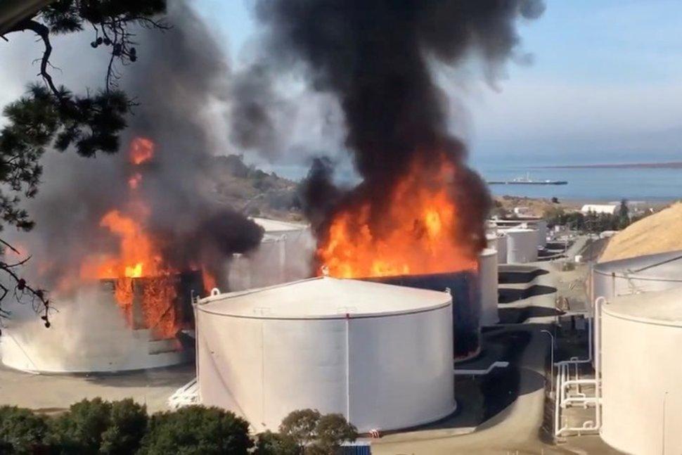 Загорелись две емкости с этанолом нефтекомпании «NuStar Energy» под Сан-Франциско