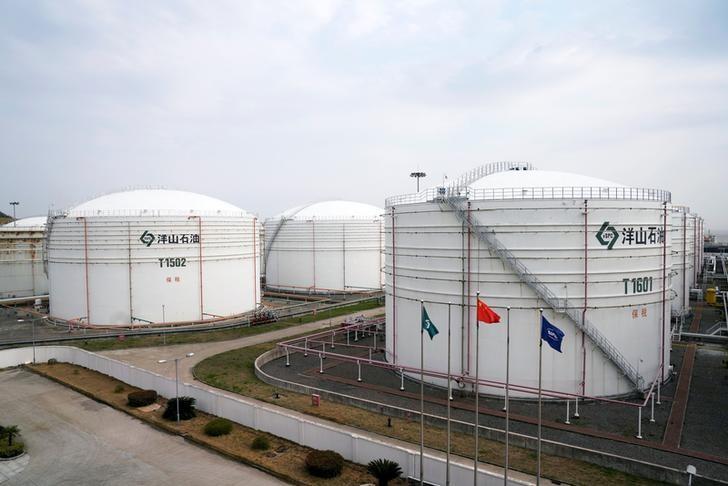На фоне эпического падения нефтяных цен Китай планирует скупать нефть для госрезерва